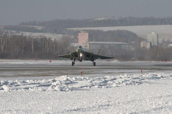 Первый полет опытного авиационного комплекса пятого поколения. Архив