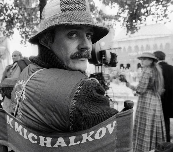 Режиссёр Михалков на съёмках фильма