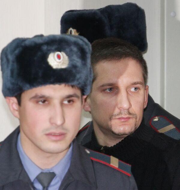 Бывший начальник ОВД Царицыно Денис Евсюков перед началом заседания в Мосгорсуде. Архив