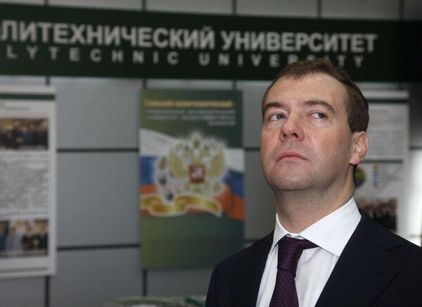 Дмитрий Медведев ознакомился с продукцией малых инновационных предприятий, созданных Томским политехническим университетом