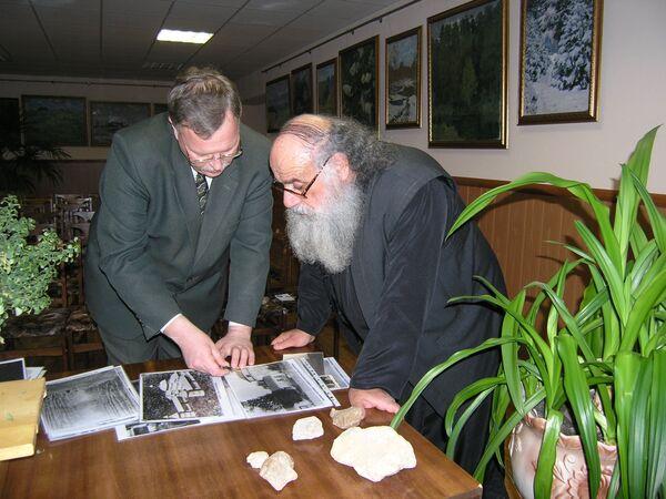 Отец Савва Михаилидис в музее в Кольцово