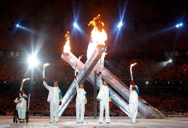 Пятерка великих канадских спортсменов зажгла огонь Олимпийских игр
