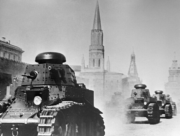 Парад мотомеханизированных частей Красной Армии