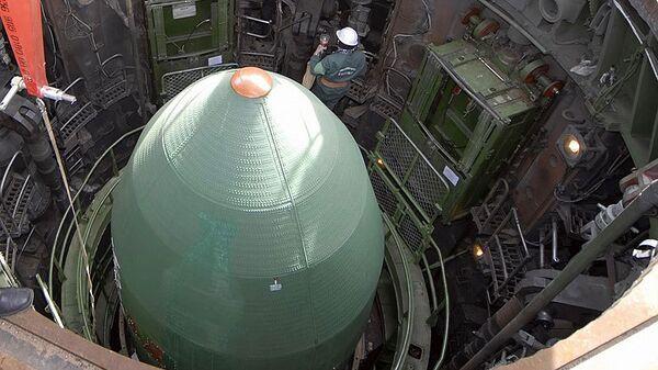 Подготовка к запуску ракеты. Архив