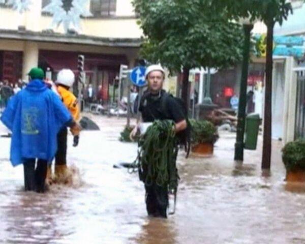 Наводнения и оползни разрушили португальскую Мадейру. Видео