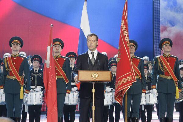 Президент РФ Дмитрий Медведев на торжественном вечере в театре Российской армии