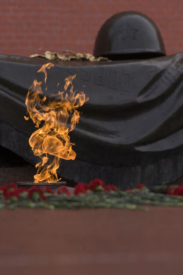 Церемония возвращения Вечного огня в Александровский сад