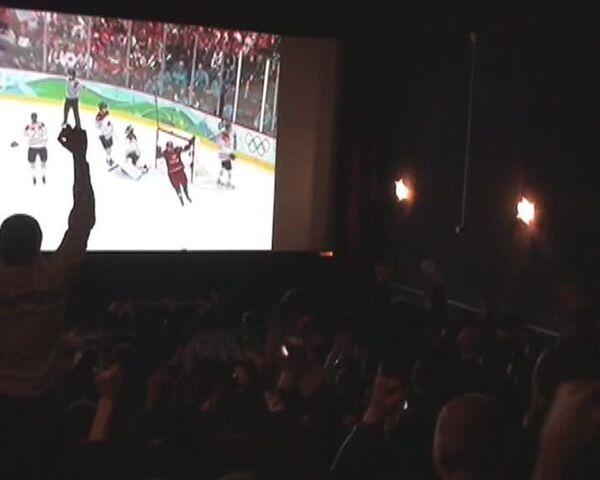 Во Владивостоке поражение российских хоккеистов смотрели в кинотеатре