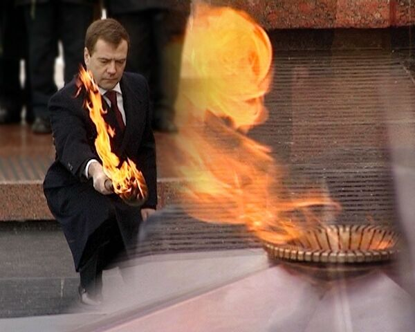 Возвращение Вечного огня на Могилу Неизвестного солдата