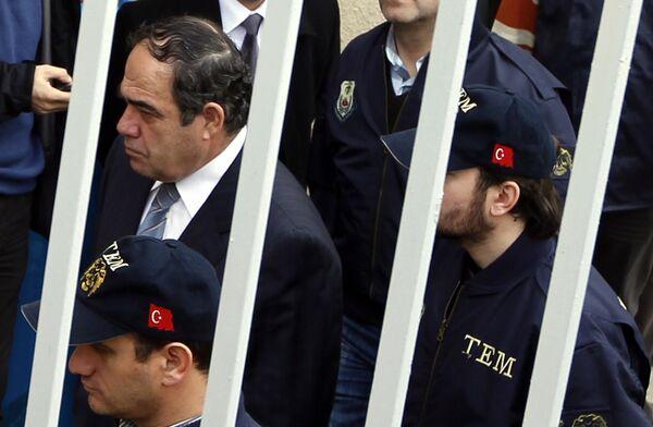 Отставной главнокомандующий ВВС Турции генерал Ибрахим Фыртына  в здании суда в Стамбуле