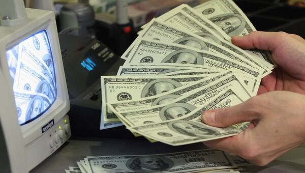Доллар подорожал на открытии в понедельник на 5 копеек