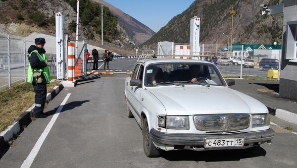 Автомобильный пункт пропуска Верхний Ларс на грузино-российской границе. Архив