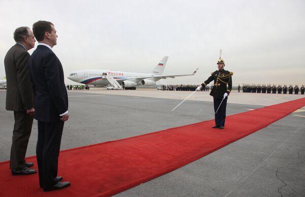 Президент России Д.Медведев на церемонии официальной встречи в аэропорту