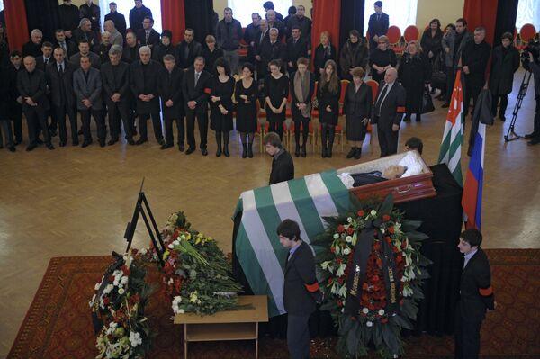 Прощание с первым президентом Абхазии Владиславом Ардзинбой