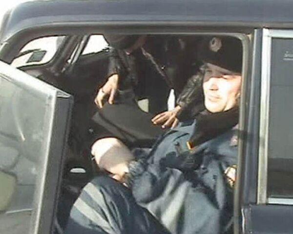 Сотрудник ГИБДД съел взятку на глазах у оперативников
