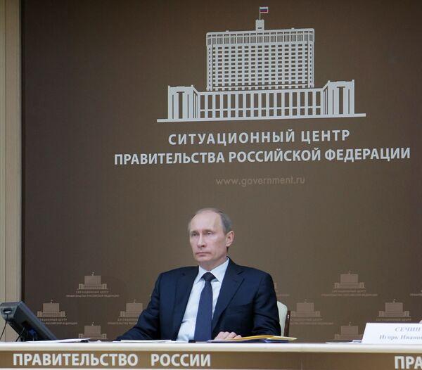 Путин поручил ФАС проверить цены на ГСМ и минудобрения в регионах