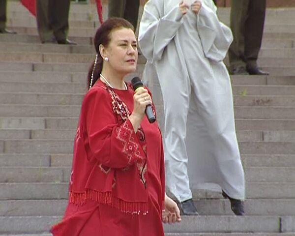Валентина Толкунова исполняет песню Если б не было войны