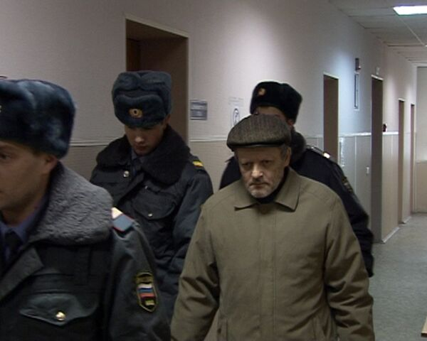 Обвиняемый в тройном убийстве бизнесмен в зале суда вспомнил о сыне