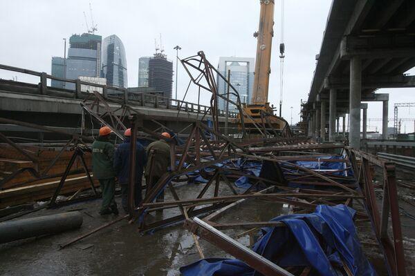 Металлическая конструкция упала со строящегося участка третьего транспортного кольца на его пересечении со Шмитовским проездом. Архив