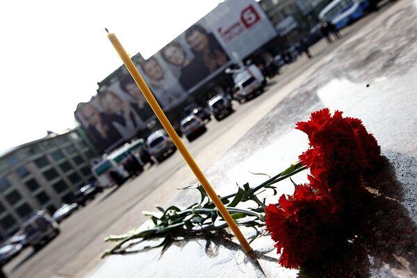 Цветы у станции метро Лубянка