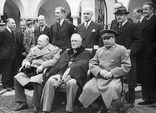 Мир, возникший на руинах Европы в 1945-1949 годах, был далек от справедливости и демократии