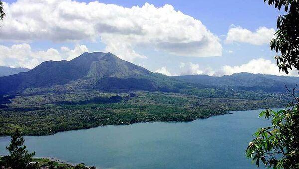 Вулкан Батур на острове Бали. Архив