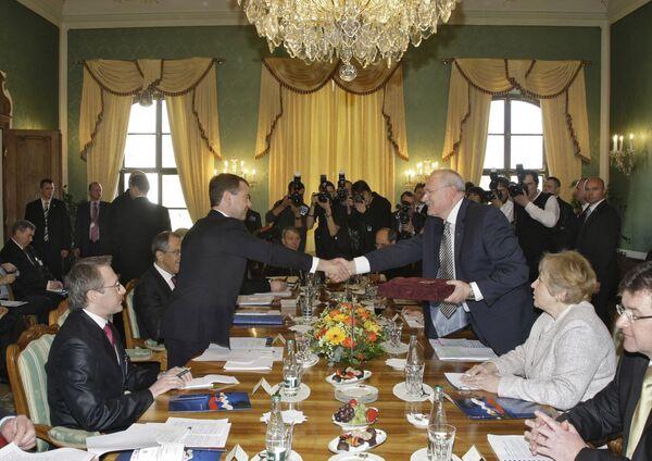 Президент РФ Д.Медведев и президент Словакии И.Гашпарович на переговорах в Братиславе