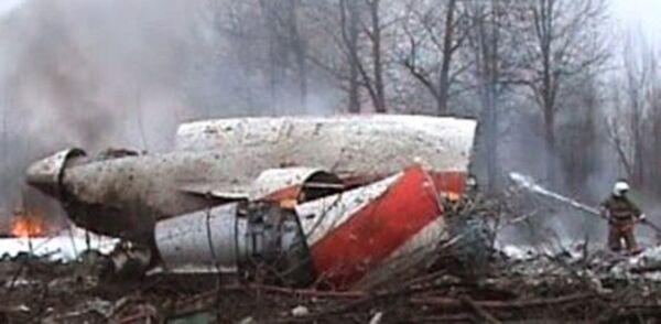 Части фюзеляжа разбившегося под Смоленком самолета президента Польши Леха Качиньского