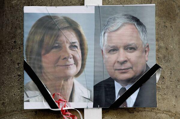 Портреты президента Польши Леха Качиньского и его супруги.
