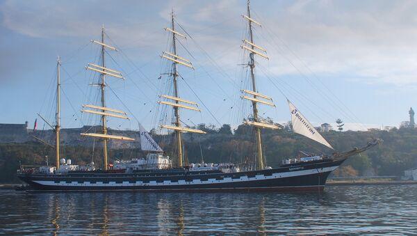 Легендарный «Крузенштерн» на острове Свободы. Архивное фото