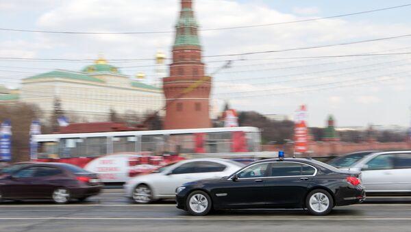 Автомобили на улицах Москвы, архивное фото