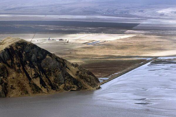 Извержения вулкана, расположенного на леднике Эйяфьяллайекюль (Eyjafjallajokull)