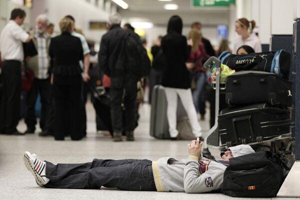 Пассажиры, ожидающие вылета из аэропорта Манчестера