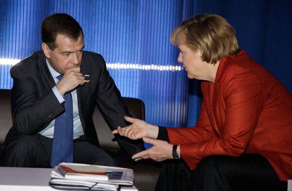 Дмитрий Медведев и Ангела Меркель - участники саммита по вопросам по ядерной безопасности. Архив