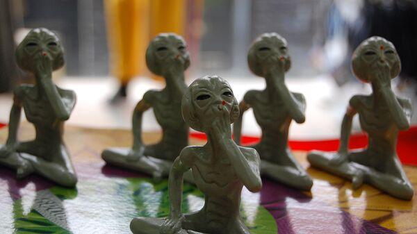Сувениры - фигурки инопланетян