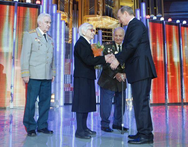 Премьер-министр РФ Владимир Путин наградил победителей конкурса Лучший врач года