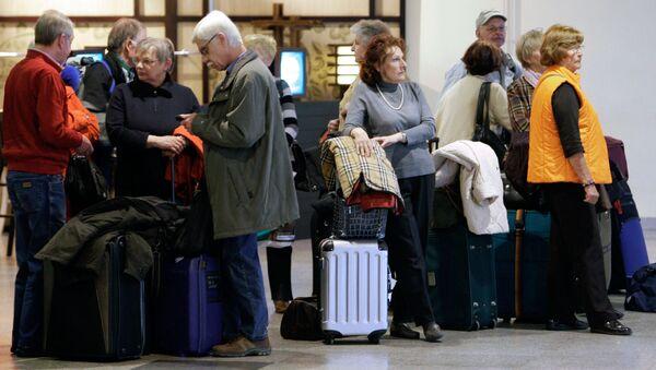Ждущие посадки на самолет пассажиры