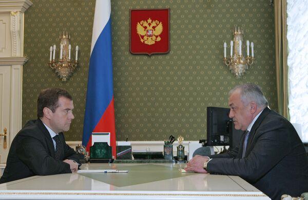 Дмитрий Медведев и Таймураз Мамсуров. Архив