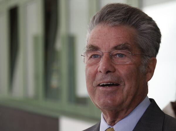 Президент Австрии Хайнц Фишер после голосования на президентских выборах