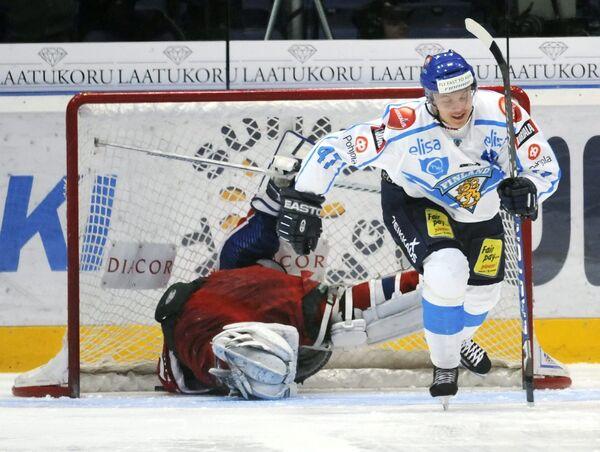 Российские хоккеисты уступили финнам на старте Шведских игр