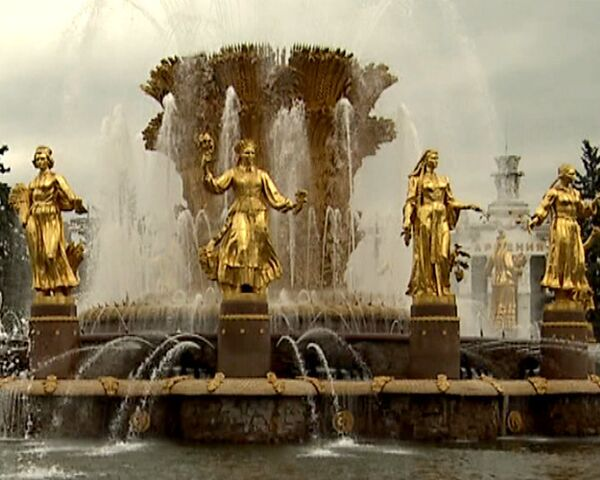 Сотни фонтанов забили в Москве