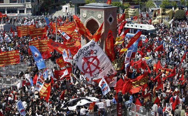 Первомайская манифестация в Стамбуле