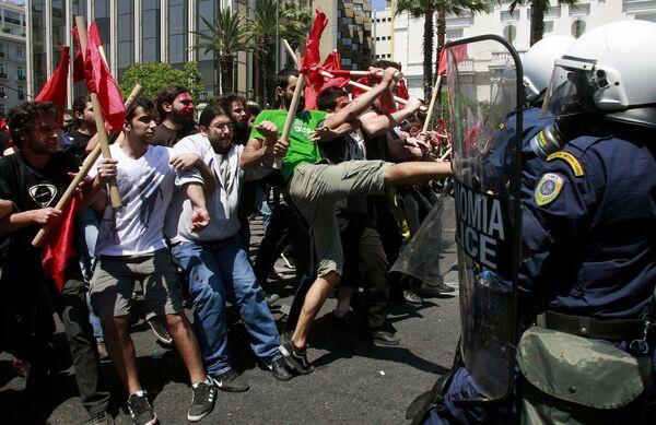 Массовые демонстрации прошли в Греции