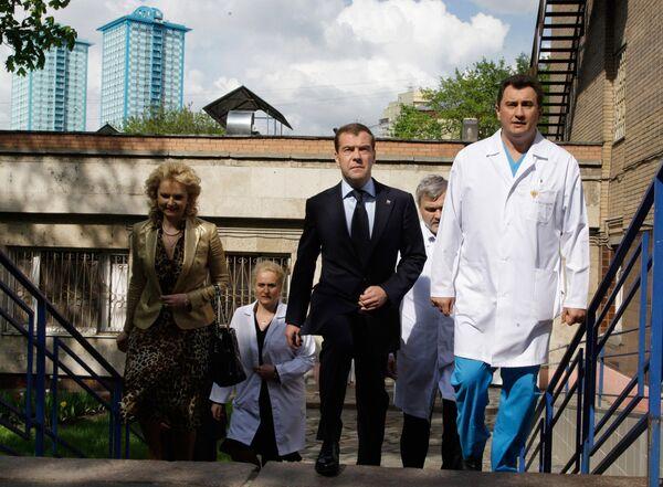 Дмитрий Медведев навестил в больнице в Москве пострадавших кузбасских шахтеров