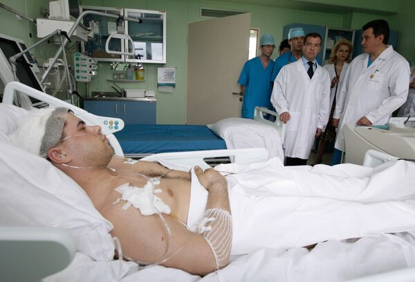 Дмитрий Медведев навестил в больнице в Москве пострадавших кузбасских шахтеров. Архив