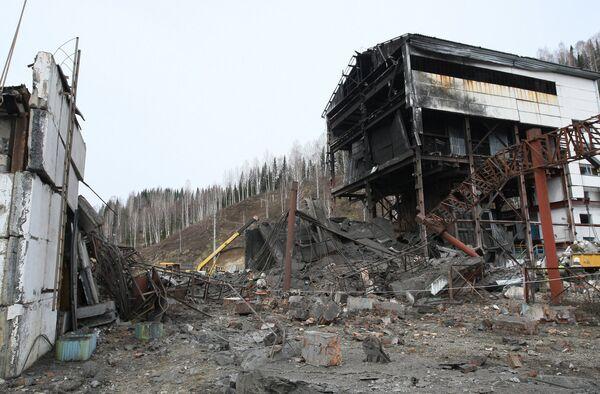 Вертикальный ствол шахты Распадская после аварии. Архив