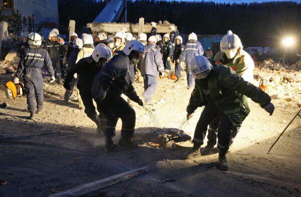 Сотрудники МЧС РФ на шахте Распадская