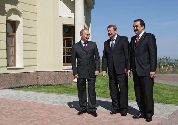 21 мая в Санкт-Петербурге на заседании высшего органа Таможенного союза: премьер-министры России, Белоруссии и Казахстана
