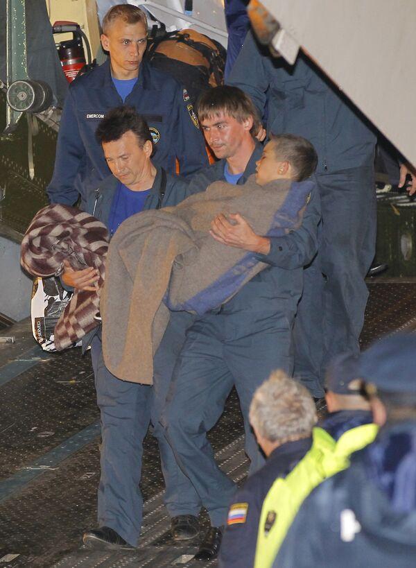 Сотрудники МЧС РФ доставили в Москву граждан России, пострадавших в результате ДТП в Анталье.