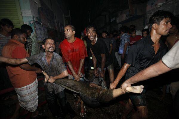 До 50 человек погибли и десятки ранены на пожаре в Бангладеш